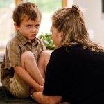 """Când părintele atrage atenția, nu mai spuneți """"Lasă-l, că e copil!"""""""