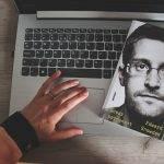 Dosar permanent, Edward Snowden - recenzie
